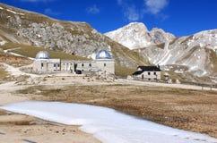 Den Rome observatoriet i Gran Sasso parkerar, Italien Fotografering för Bildbyråer
