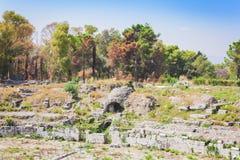 """Den romerska amfiteatern av Syracuse †""""fördärvar i arkeologiskt parkerar, Sicilien, Italien arkivfoton"""