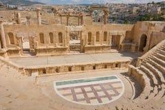 Den romerska amfiteatern på Jerash i Jordanien Arkivbilder