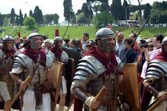 Den romerska armén på historiska forntida romans ståtar Arkivfoton