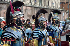 Den romerska armén på historiska forntida romans ståtar Arkivfoto