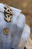 Den romerska soldaten specificerar armoren Royaltyfri Bild
