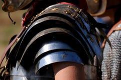 Den romerska soldaten specificerar armoren Arkivfoton