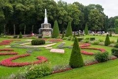Den romerska springbrunnen i trädgården av det lägre parkerar Royaltyfria Foton