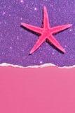 Den rosa sjöstjärnan på abstrakt begrepp blänker bakgrund Arkivbild