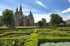 Den Rosenborg slotten och parkerar i den centrala Köpenhamnen, Danmark Arkivbilder