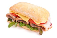 Den rostade paninien med skinka, ost och arugula skjuter in på klipp royaltyfria foton
