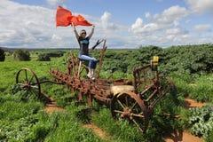 Den rostiga lantgården plöjer maskinen i landet NSW arkivfoton