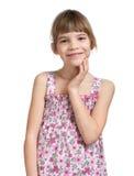 Den röra flickan henne vänder mot räcker Arkivfoton