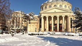 Den rumänska athenaeumen George Enescu ( Ateneul Roman) I Bucharest lager videofilmer