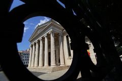 Den rumänska athenaeumen - konserthall i Bucharest arkivbild
