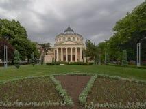 Den rumänska atheneumen, en konserthall i mitten av Bucharest och en gränsmärke av den rumänska huvudstaden royaltyfria foton