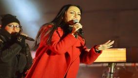 Den rumänska sångaren Andra utför på etapp Arkivfoton