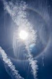 Den runda regnbågen med den dubbla contrailen Royaltyfria Foton