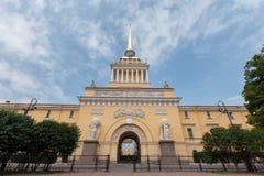 Den ryska Amiralitetet tornspiran i St Petersburg royaltyfri foto