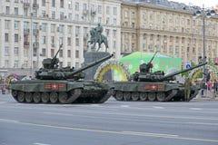 Den ryska behållaren för huvudsaklig strid T-90 Royaltyfria Bilder