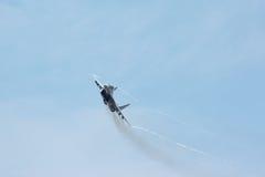 Den ryska taktiska strålkämpen MIG-29 gör virage Arkivfoto