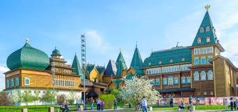 Den ryss timrade slotten i Kolomenskoye Royaltyfri Bild