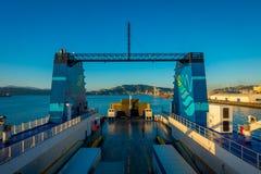 DEN SÖDRA ÖN, NYA SJÄLLAND MAY 25, 2017: Färja på hamnen som ger daglig anslutning mellan norr och södra öar Royaltyfri Bild