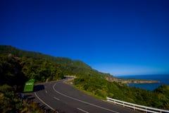 DEN SÖDRA ÖN, NYA SJÄLLAND MAY 23, 2017: Härlig sikt av stranden i udde Foulwind på västkusten av Nya Zeeland Arkivbild