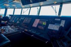 DEN SÖDRA ÖN, NYA SJÄLLAND MAY 25, 2017: Intressant kabin för färjapilotkommando, i Nya Zeeland Royaltyfri Bild