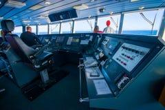 DEN SÖDRA ÖN, NYA SJÄLLAND MAY 25, 2017: Kabin för färjapilotkommando med sikt på havet Arkivbild