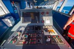 DEN SÖDRA ÖN, NYA SJÄLLAND MAY 25, 2017: Kabin för färjapilotkommando med sikt på havet, i Nya Zeeland Arkivfoto