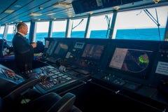 DEN SÖDRA ÖN, NYA SJÄLLAND MAY 25, 2017: Slut upp av en kabin för färjapilotkommando med fungera för kapten arkivfoto