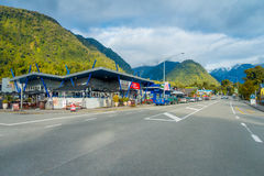DEN SÖDRA ÖN, NYA SJÄLLAND MAY 23, 2017: Staden nära glaciären i den södra ön är ett allmänt lager som lokaliserade på Arkivfoto