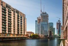 Den södra skeppsdockan i Canary Wharf royaltyfria bilder