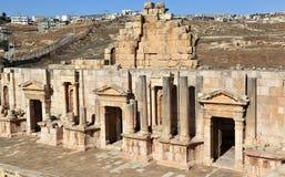 Den södra teatern, Jerash Royaltyfri Fotografi