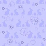 Den sömlösa easter modellen i blått färgar med symboliska kaniner och ägg Fotografering för Bildbyråer