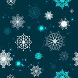 Den sömlösa modellen av snöflingor på en blå bakgrund stock illustrationer
