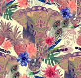 Den sömlösa modellen med den indiska elefanten, blommor, sidor, befjädrar illustratören för illustrationen för handen för borstek Arkivfoto