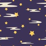 Den sömlösa upprepande ungemodellen av violett natthimmel och gula formstjärnor med mjölkar moln Texturera f royaltyfri illustrationer