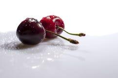 Den söta körsbäret är under droppregn Arkivfoto