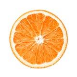 Den saftiga nya orange skivan med skalar på en vit isolerad bakgrund close upp arkivbilder