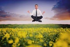 Den sammansatta bilden av affärsmannen som mediterar i lotusblomma, poserar Royaltyfri Bild
