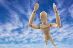 Den sammansatta bilden av bilden 3d av den bekymmerslösa trästatyetten med armar lyftte anseende Fotografering för Bildbyråer