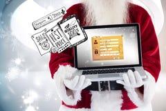 Den sammansatta bilden av Santa Claus framlägger en bärbar dator Arkivbild