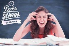 Den sammansatta bilden av studenten går galen göra hennes läxa Royaltyfria Bilder