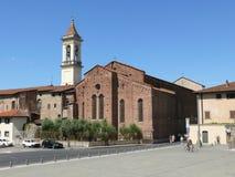 Den San Francesco kyrkan och Santa Maria delle Carceri kvadrerar i Prato Fotografering för Bildbyråer