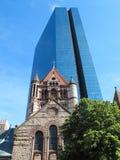 Den Sanka Treenighetkyrkan och John Hancock står högt i Boston, MOR Arkivbild