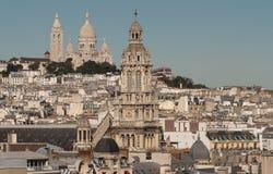 Den Sanka Treenighetkyrkan och Sacre Coeur basilikan, Paris, franc Arkivbilder