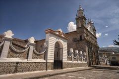 Den Santo Domingo kyrkan i Ibarra den historiska mitten Royaltyfri Foto