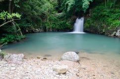 Den Sarika vattenfallthirden däckar arkivfoton