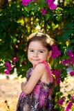 Den Sassy gulliga flickan poserar Arkivbilder