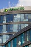 Den Sberbank korporationslogoen på byggnaden av tjecken förlägger högkvarter på Juni 18, 2016 i Prague, Tjeckien Royaltyfri Bild