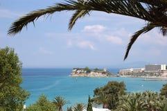 Den sceniska grekiska kustlinjen och seascapen förbiser udde Sani och arkivbild