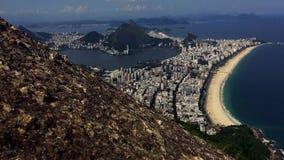 Den sceniska Ipanema stranden förbiser Timelapse Rio de Janeiro arkivfilmer